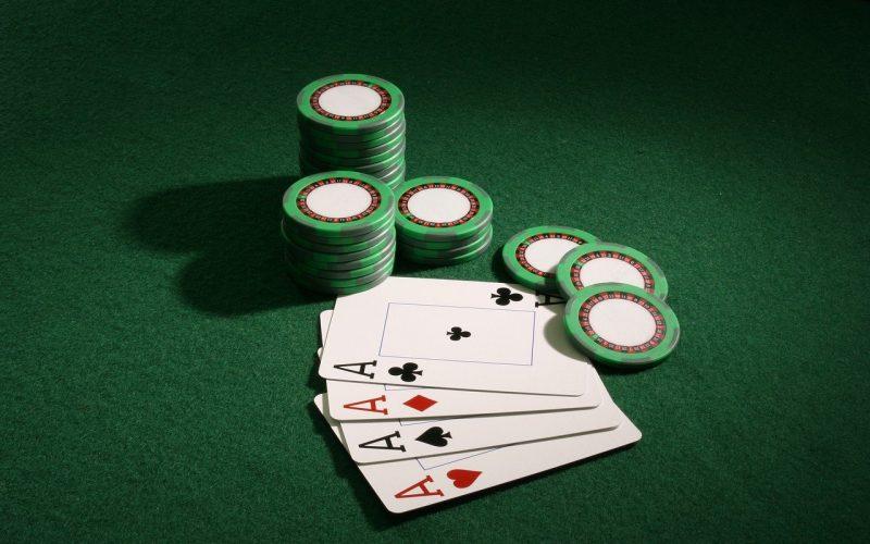 axes 5005087 1280 800x500 - PayPal Pokeri